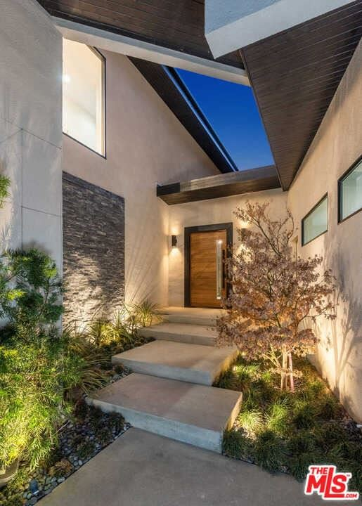 Photo of 1531 Lindacrest Drive, Beverly Hills, CA 90210 (MLS # 21725406)
