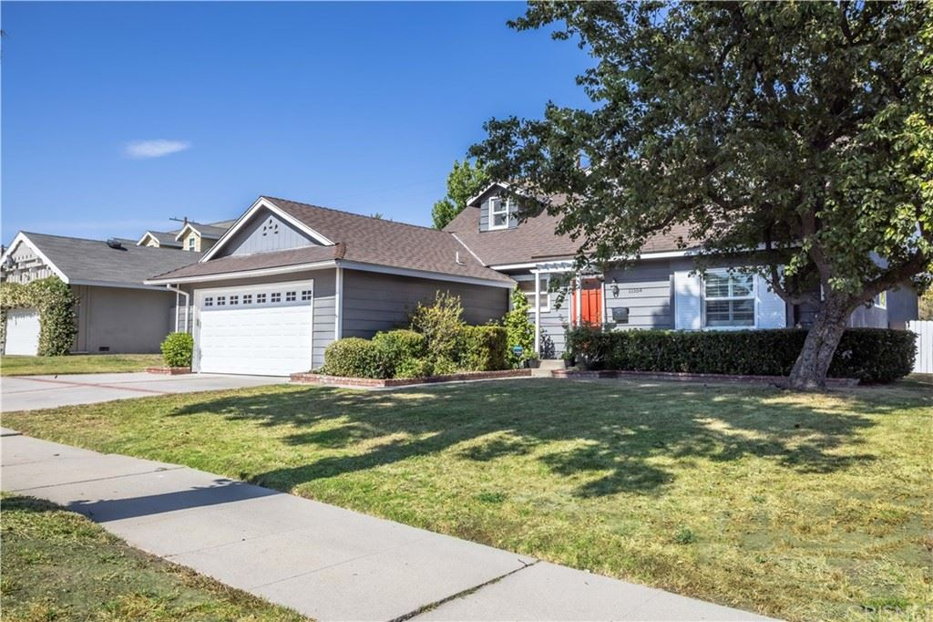 Photo of 11554 Mclennan Avenue, Granada Hills, CA 91344 (MLS # SR21130406)