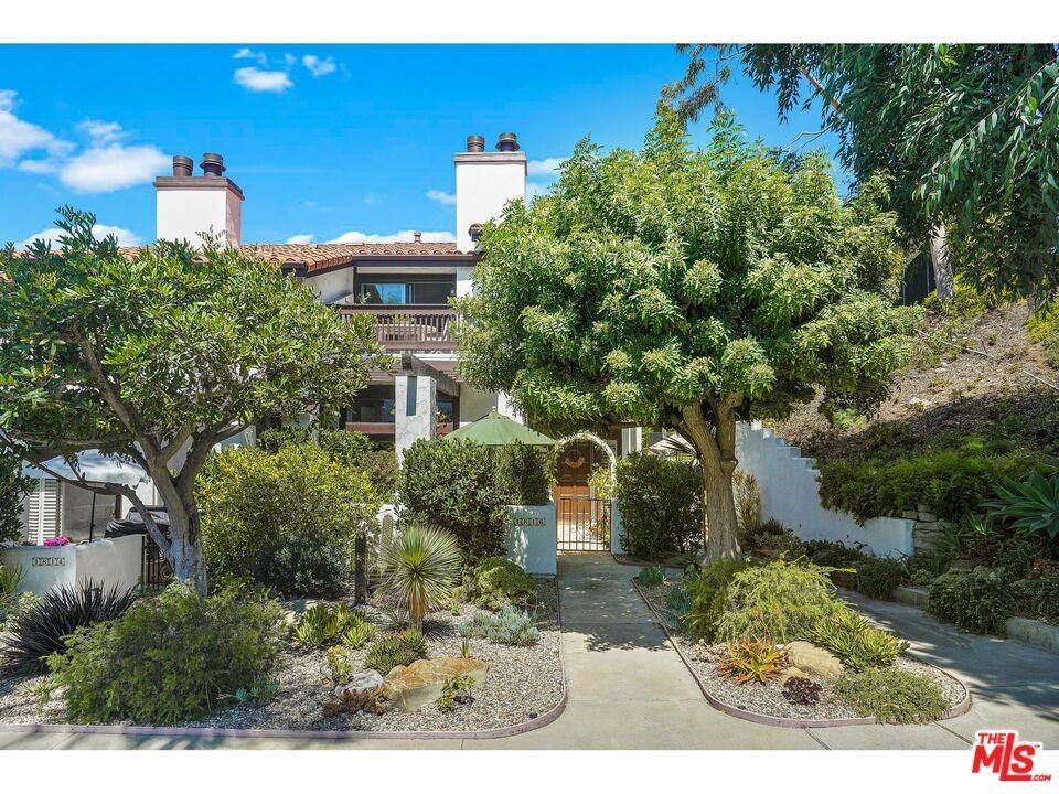 Photo of 1816 Palisades Drive, Pacific Palisades, CA 90272 (MLS # 21784408)