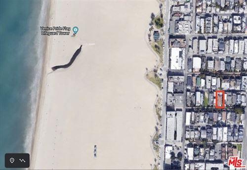 Photo of 33 E Wave crest Avenue, Venice, CA 90291 (MLS # 20668410)