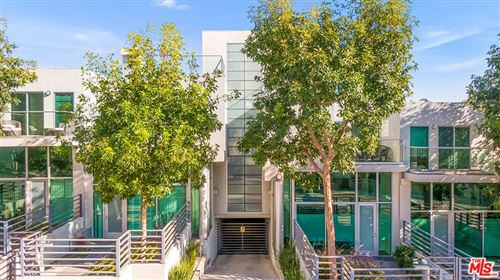 Photo of 914 - 924 N West Knoll Drive, West Hollywood, CA 90069 (MLS # 21761412)