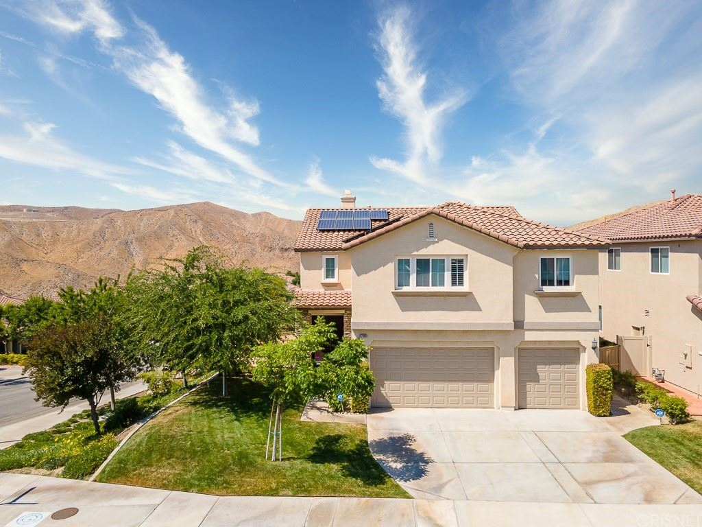 Photo for 17383 Crest Heights Drive, Canyon Country, CA 91387 (MLS # SR21152414)