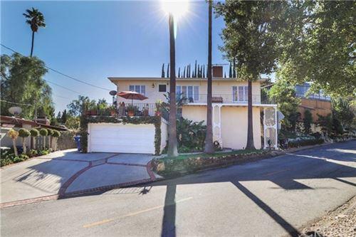 Photo of 4820 Escobedo Drive, Woodland Hills, CA 91364 (MLS # SR21097417)