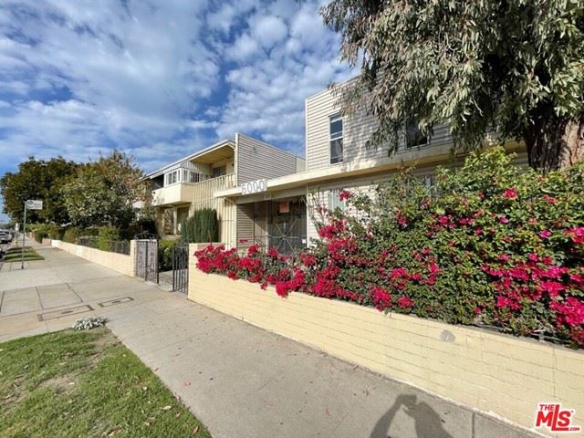 Photo of 6000 Coldwater Canyon Avenue #16, North Hollywood, CA 91606 (MLS # 21717418)
