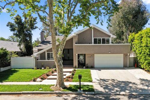 Photo of 2248 Bromfield Street, Simi Valley, CA 93065 (MLS # 221002420)