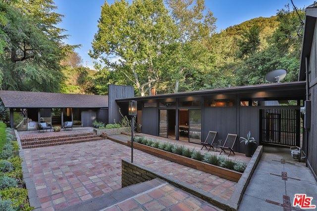 Photo of 3170 Linda Vista Road, Glendale, CA 91206 (MLS # 21725420)
