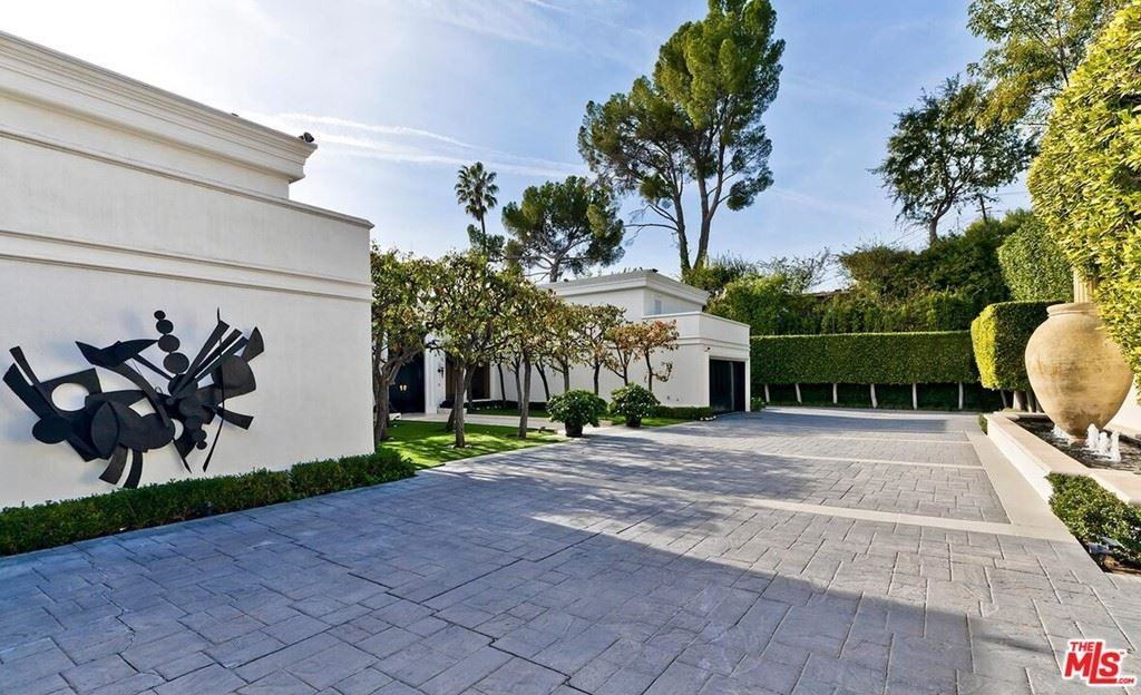 Photo of 1261 Tower Grove Drive, Beverly Hills, CA 90210 (MLS # 21693422)