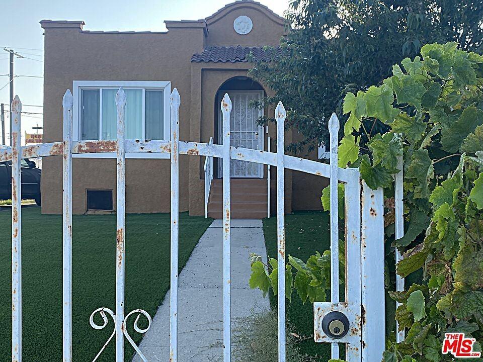 5749 Chesley Avenue, Los Angeles, CA 90043 - MLS#: 21774422