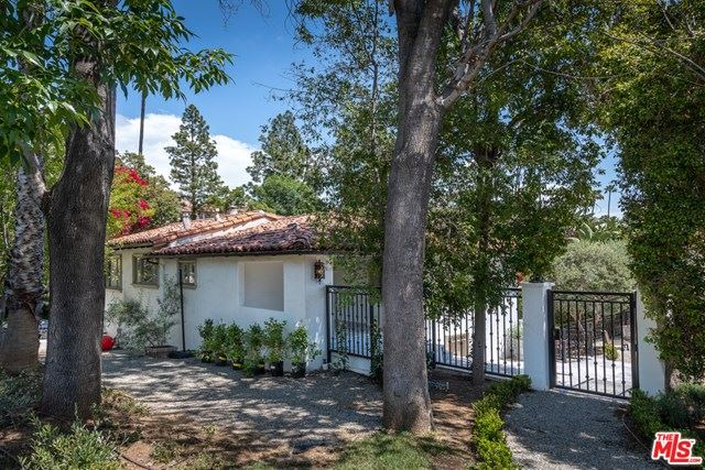 Photo of 905 Hartford Way Drive, Beverly Hills, CA 90210 (MLS # 21708424)