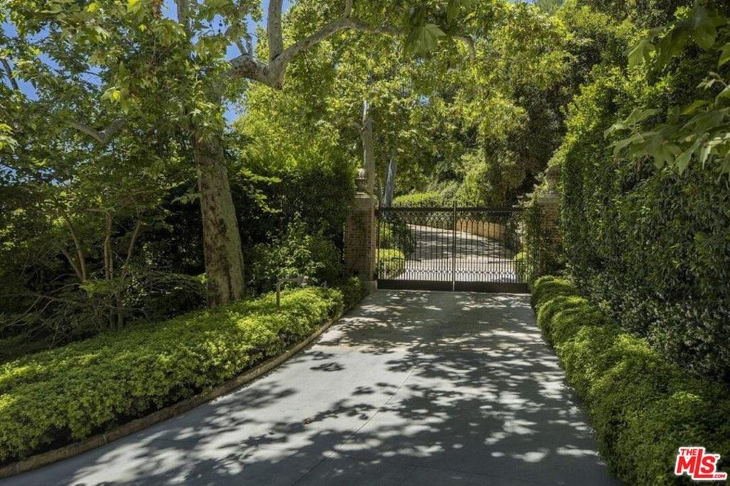 Photo of 1201 Tower Grove Drive, Beverly Hills, CA 90210 (MLS # 20602432)
