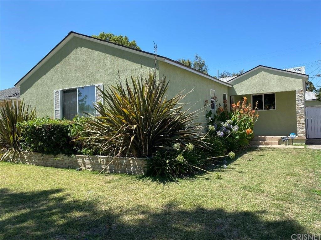 Photo of 17403 Gilmore Street, Lake Balboa, CA 91406 (MLS # SR21157432)