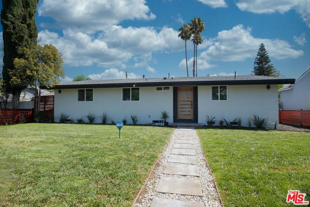 Photo for 20148 Vanowen Street, Winnetka, CA 91306 (MLS # 21764434)