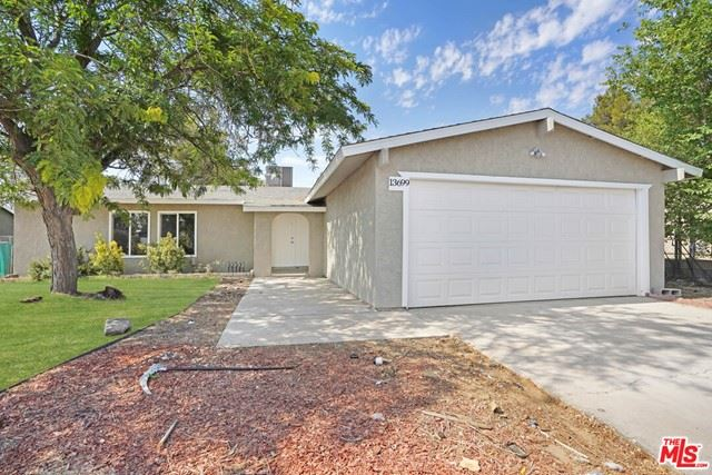 13699 Oakmont Drive, Victorville, CA 92395 - MLS#: 21752436