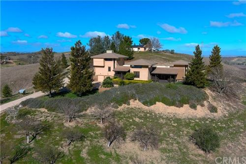 Photo of 2550 Summer Ranch Road, Paso Robles, CA 93446 (MLS # NS21034437)