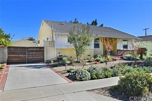 Photo of 8052 Genesta Avenue, Lake Balboa, CA 91406 (MLS # SR20252443)