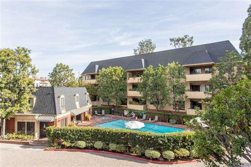 Photo of 641 Wilcox Avenue #2D, Los Angeles, CA 90004 (MLS # SR21011443)