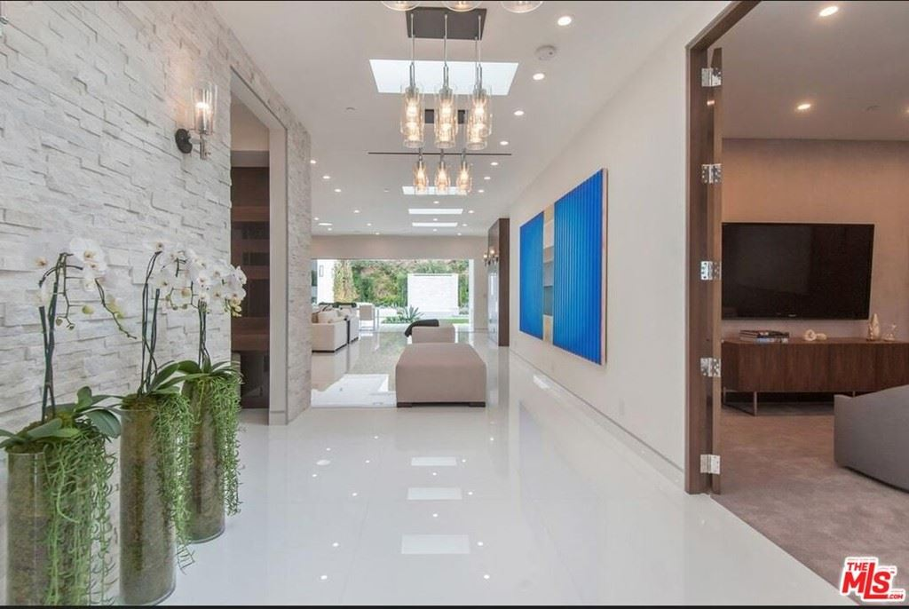 Photo of 420 Evelyn Place, Beverly Hills, CA 90210 (MLS # 21783444)