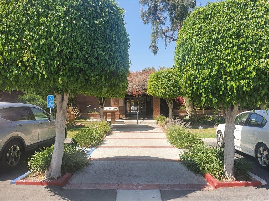 Photo of 2521 W Sunflower Avenue #H15, Santa Ana, CA 92704 (MLS # OC21165450)