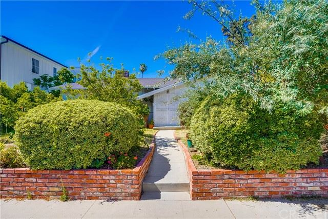 Photo of 22715 Burbank Boulevard, Woodland Hills, CA 91367 (MLS # SR21132451)