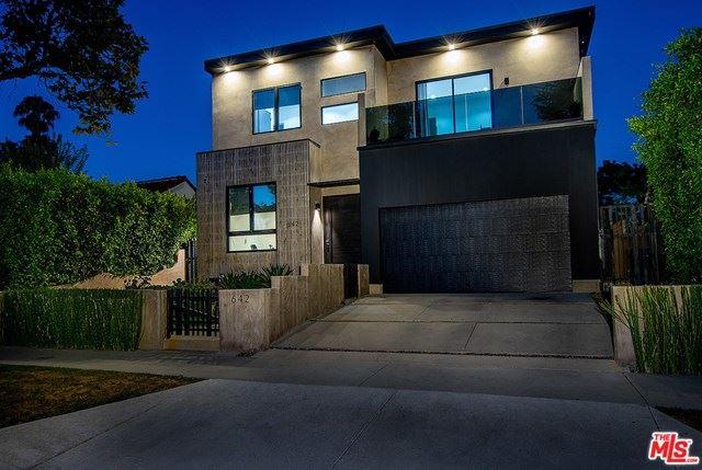 Photo of 642 S Sycamore Avenue, Los Angeles, CA 90036 (MLS # 20616452)