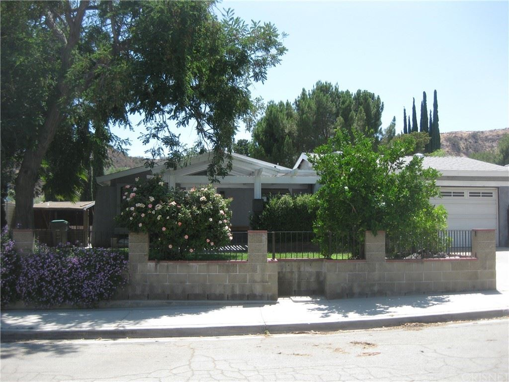 Photo for 29637 Wisteria Valley Road, Canyon Country, CA 91387 (MLS # SR21157452)