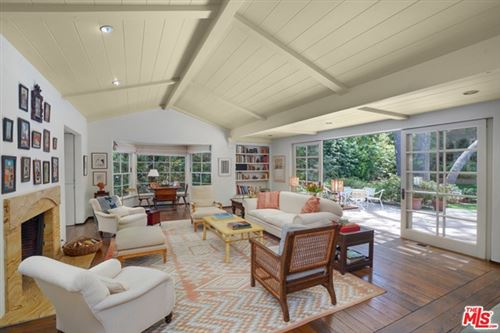 Photo of 2237 Mandeville Canyon Road, Los Angeles, CA 90049 (MLS # 21732454)