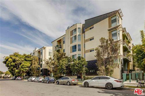 Photo of 600 S Ridgeley Drive #301, Los Angeles, CA 90036 (MLS # 21790464)