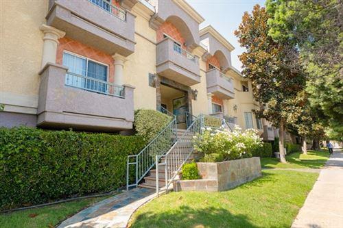 Photo of 7035 Woodley Avenue #118, Lake Balboa, CA 91406 (MLS # SR20182467)