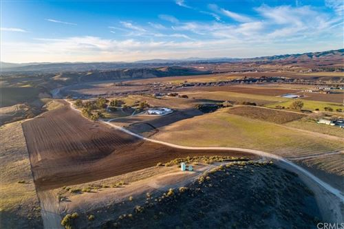 Photo of 7201 Airport Road, Paso Robles, CA 93446 (MLS # SC19261470)