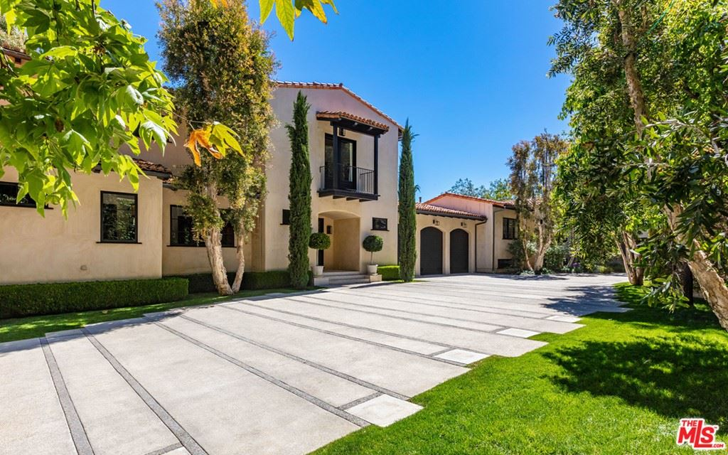 Photo of 3100 Torreyson Place, Los Angeles, CA 90046 (MLS # 21752470)