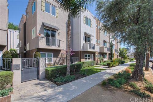 Photo of 5634 Hazeltine Avenue, Valley Glen, CA 91401 (MLS # SR20060473)
