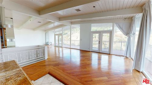 Photo of 10090 Cielo Drive, Beverly Hills, CA 90210 (MLS # 21788476)