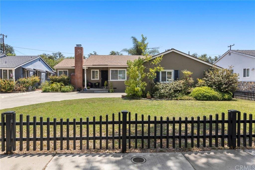 Photo for 906 E Avalon Avenue, Santa Ana, CA 92706 (MLS # PW21158476)