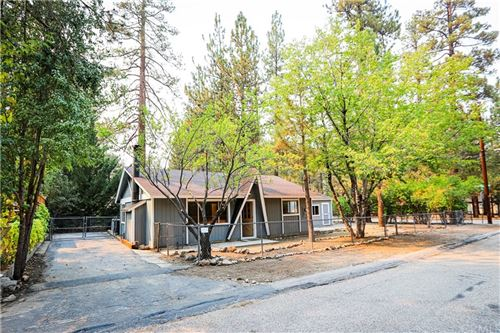 Photo of 1000 Robinhood Boulevard, Big Bear, CA 92314 (MLS # EV20195477)