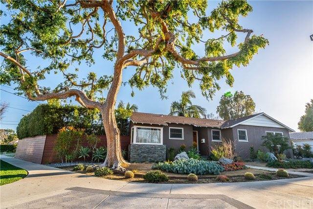 Photo of 13000 Erwin Street, Valley Glen, CA 91401 (MLS # SR21054477)