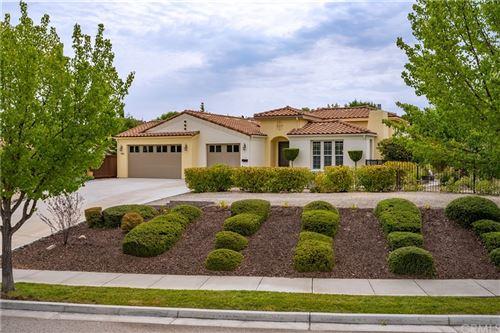 Photo of 986 Vista Cerro Drive, Paso Robles, CA 93446 (MLS # SC21163478)