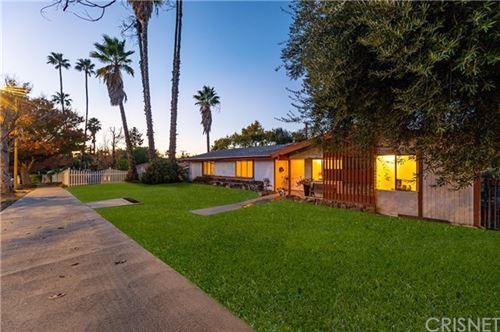 Photo of 20601 Oxnard Street, Woodland Hills, CA 91367 (MLS # SR20250478)
