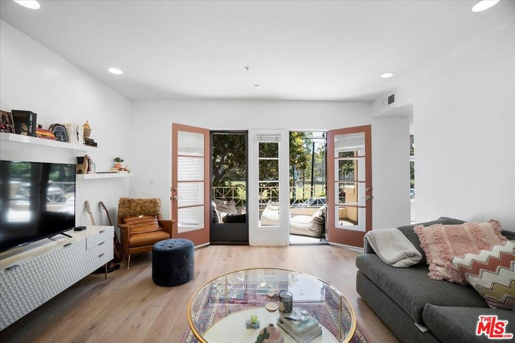 Photo of 235 S Gale Drive #204, Beverly Hills, CA 90211 (MLS # 21766478)