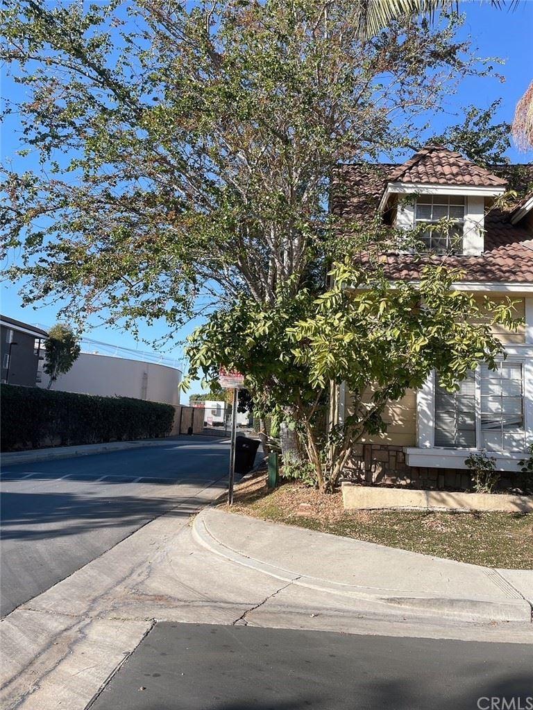 Photo of 301 New London, Santa Ana, CA 92704 (MLS # PW21231479)