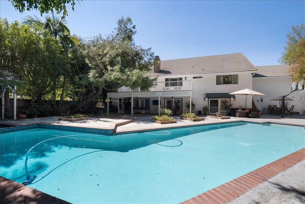 Photo of 2906 Olney Place, Burbank, CA 91504 (MLS # AR21221480)