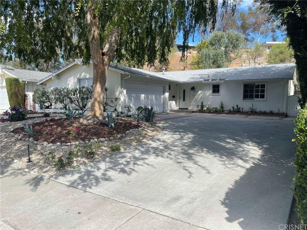 Photo of 23352 Erwin Street, Woodland Hills, CA 91367 (MLS # SR21135484)