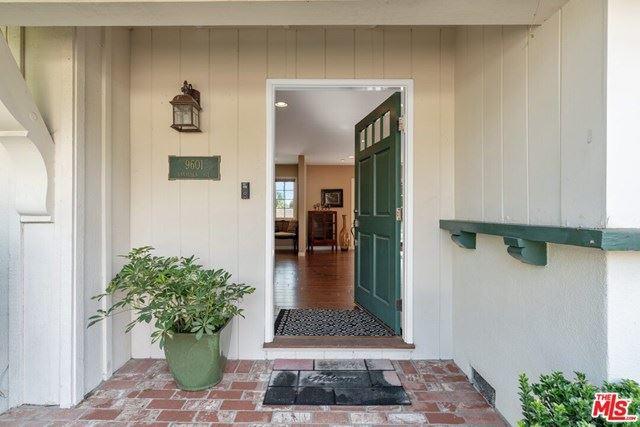 Photo of 9601 VANALDEN Avenue, Northridge, CA 91324 (MLS # 20590486)