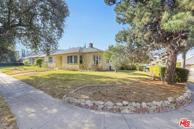 Photo of 807 S Verdugo Road, Glendale, CA 91205 (MLS # 21691490)