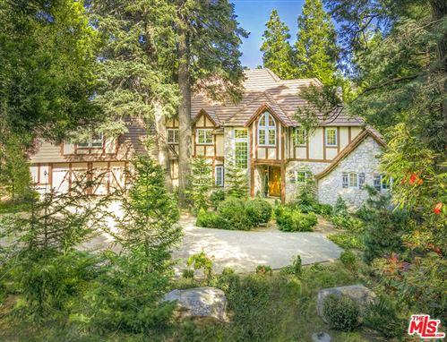 Photo of 472 Cedar Ridge Drive, Lake Arrowhead, CA 92352 (MLS # 20653492)
