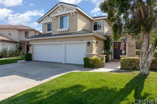 Photo of 18242 Shannon Ridge Place, Canyon Country, CA 91387 (MLS # SR20214495)