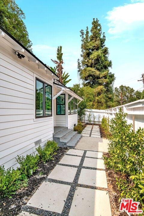 Photo of 4055 Alta Mesa Drive, Studio City, CA 91604 (MLS # 21788496)