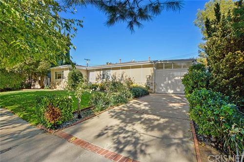 Photo of 22307 Gilmore Street, Woodland Hills, CA 91303 (MLS # SR20245497)