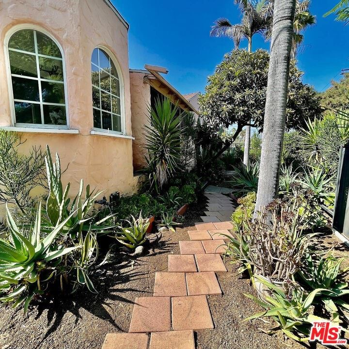 Photo for 5709 Ensign Avenue, North Hollywood, CA 91601 (MLS # 21785498)