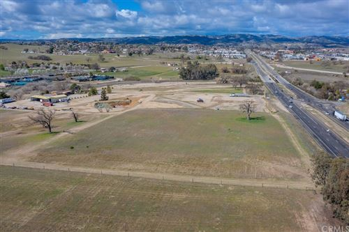 Photo of 2981 Union Road, Paso Robles, CA 93446 (MLS # SC21074501)