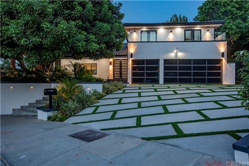 Photo of 4568 Winnetka Avenue, Woodland Hills, CA 91364 (MLS # SR21163501)